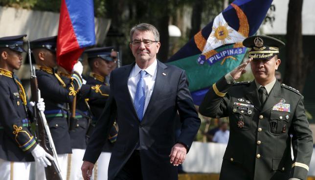 Bộ trưởng Quốc phòng Mỹ đến thăm tàu sân bay ở Biển Đông - ảnh 1