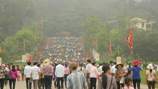 Ước tính có khoảng 1,5 triệu du khách dự chính hội Đền Hùng - ảnh 1