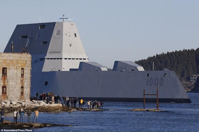 Khu trục USS Zumwalt của Mỹ gây phiền phức vì quá tàng hình - ảnh 1