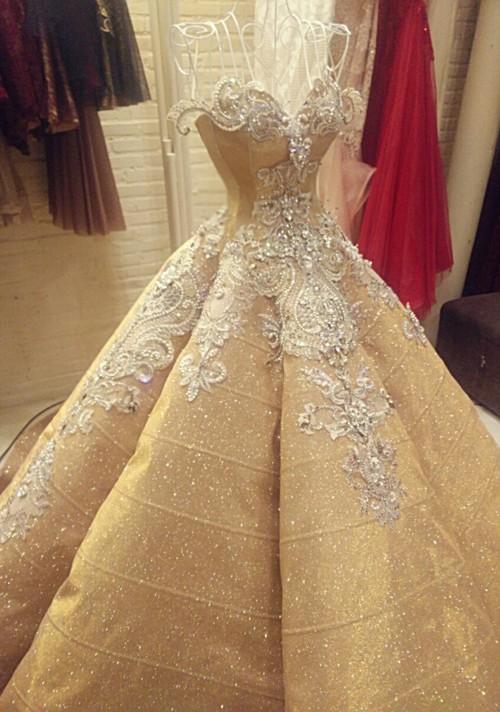 Cận cảnh 2 chiếc váy cưới gần nửa tỷ của 'công chúa' Thúy Diễm - ảnh 2
