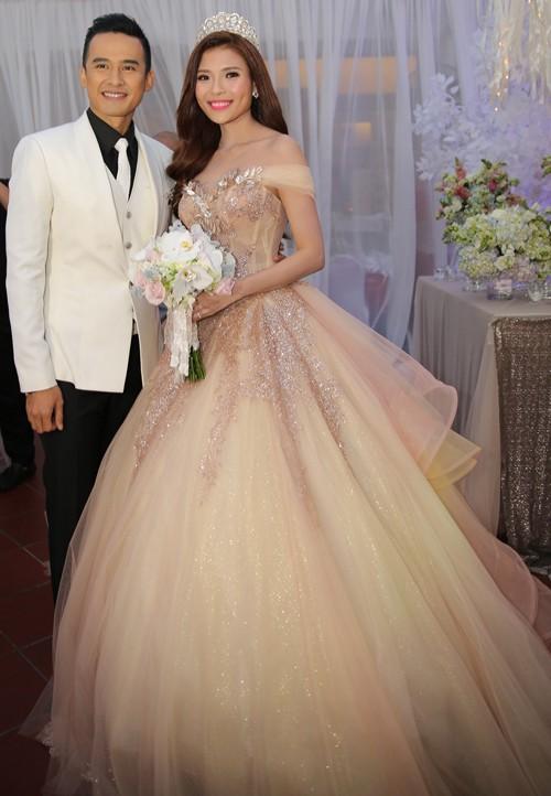 Cận cảnh 2 chiếc váy cưới gần nửa tỷ của 'công chúa' Thúy Diễm - ảnh 10