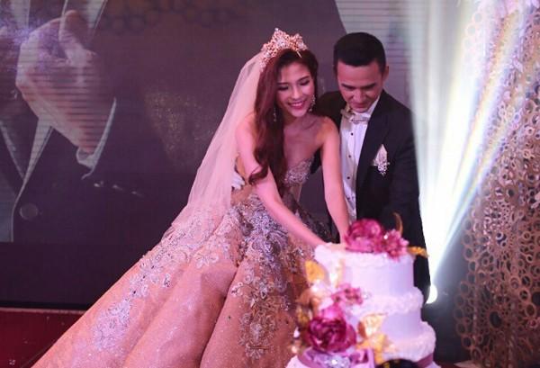 Cận cảnh 2 chiếc váy cưới gần nửa tỷ của 'công chúa' Thúy Diễm - ảnh 8
