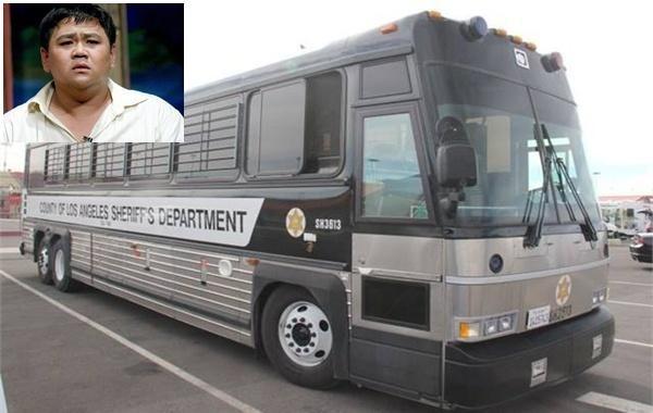 Cận cảnh xe bus của nhà tù Theo Lacy áp tải Minh Béo - ảnh 1