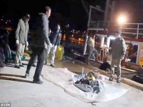 Xót xa thi thể bé gái tị nạn 3 tuổi mắc vào lưới đánh cá - ảnh 2