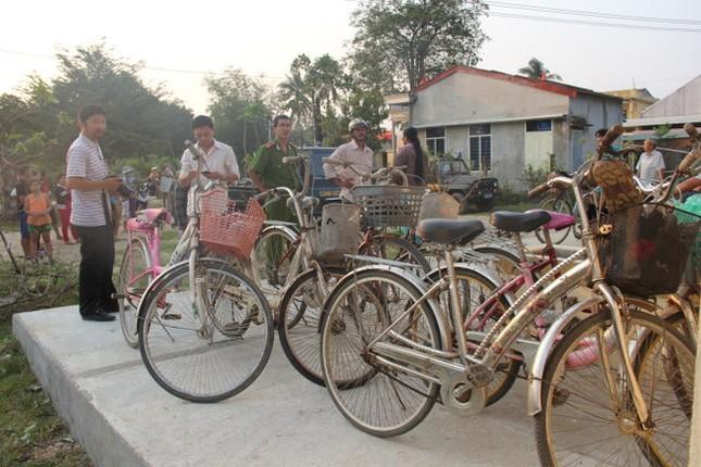 Vụ 9 học sinh chết đuối ở Quảng Ngãi: Thôn nghèo đại tang! - ảnh 1