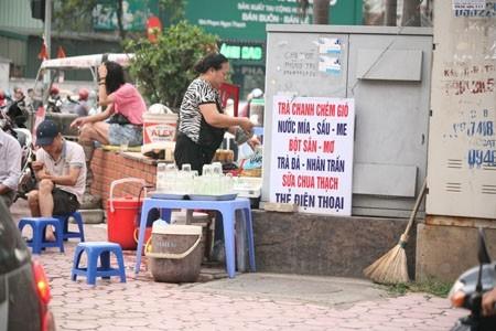 Hà Nội: Hàng quán vỉa hè vi phạm ATTP sẽ bị bêu tên qua loa  - ảnh 1