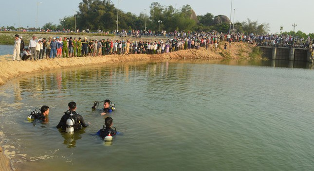 Vụ 9 học sinh chết đuối ở Quảng Ngãi: Thôn nghèo đại tang! - ảnh 2