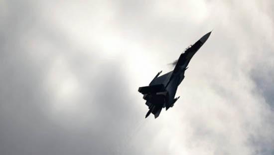 Mỹ phàn nàn Su-27 chặn máy bay do thám RC-135 thiếu chuyên nghiệp - ảnh 1