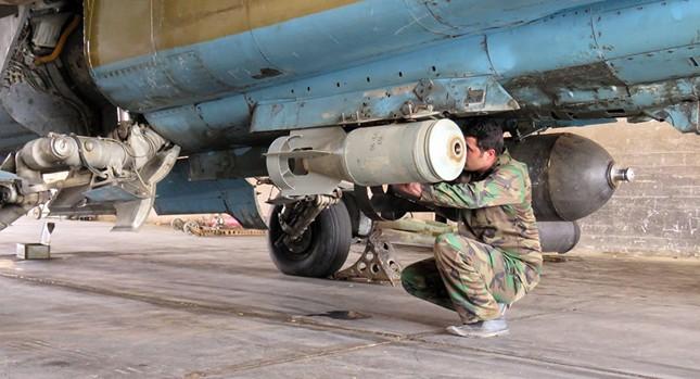 Máy bay Nga, Syria không kích mục tiêu tiếp vận của IS gần Raqqa - ảnh 1