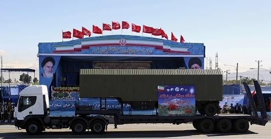 Iran ra mắt tên lửa S-300 mới mua của Nga trong lễ duyệt binh - ảnh 2