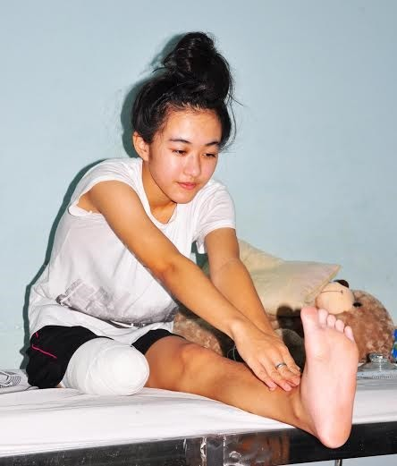 Bác sĩ bí ẩn đề nghị trả toàn bộ viện phí cho nữ sinh bị cưa chân - ảnh 2