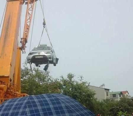 Lạng Sơn: Taxi lao xuống hồ, 4 người trong xe tử vong - ảnh 2