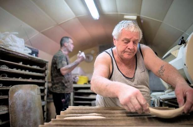 Bán tiệm bánh mì cho người vô gia cư chỉ với...1 euro - ảnh 2