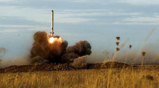 Bí ẩn tên lửa Iskander thử nghiệm bắn tan mục tiêu cách 200 km - ảnh 1