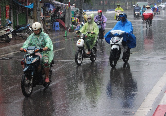 Dự báo thời tiết ngày 20/4: Đề phòng tố lốc, mưa đá và gió giật - ảnh 1