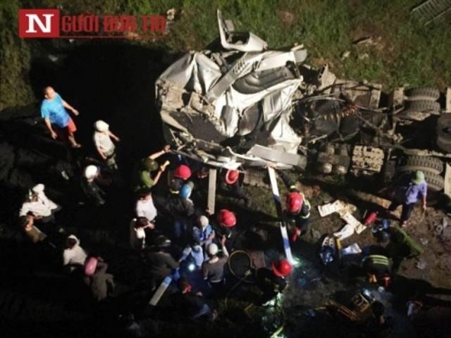Xe đầu kéo lao xuống sông Hương, tài xế chết kẹt trong cabin - ảnh 2