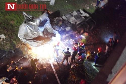 Xe đầu kéo lao xuống sông Hương, tài xế chết kẹt trong cabin - ảnh 3