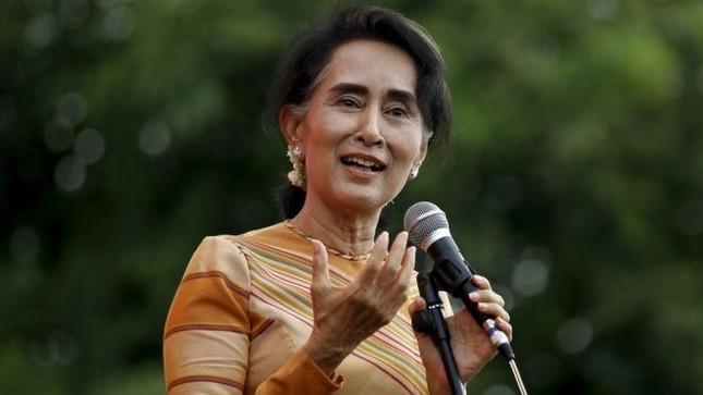 Quân đội phản ứng kịch liệt bà Suu Kyi làm Cố vấn quốc gia - ảnh 1