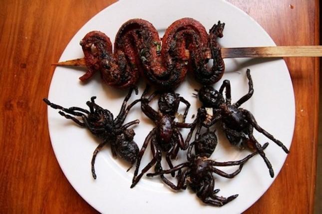 10 món ăn 'kinh dị' khiến du khách cảm thấy hãi hùng - ảnh 10