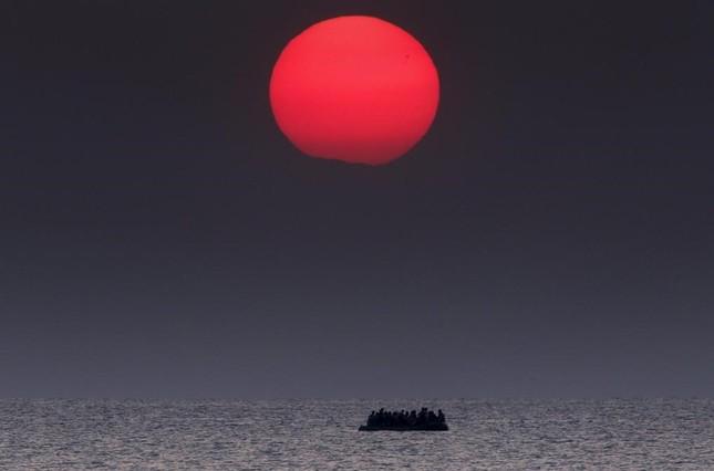 Chùm ảnh hành trình của người tị nạn đoạt giải Pulitzer 2016 - ảnh 1