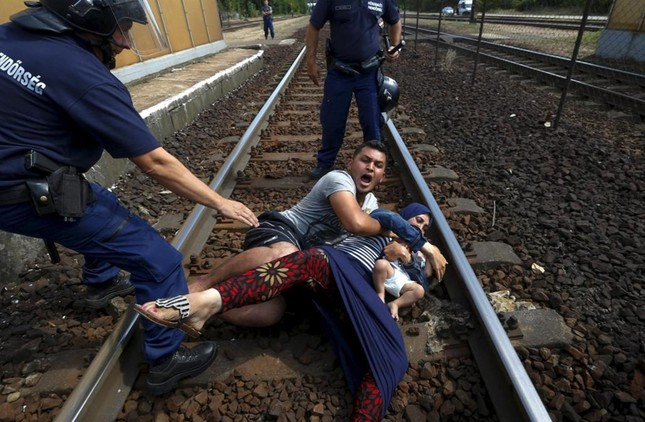 Chùm ảnh hành trình của người tị nạn đoạt giải Pulitzer 2016 - ảnh 9
