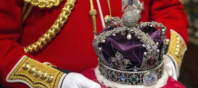Ấn Độ tranh cãi việc đòi lại kim cương từ Hoàng gia Anh - ảnh 1