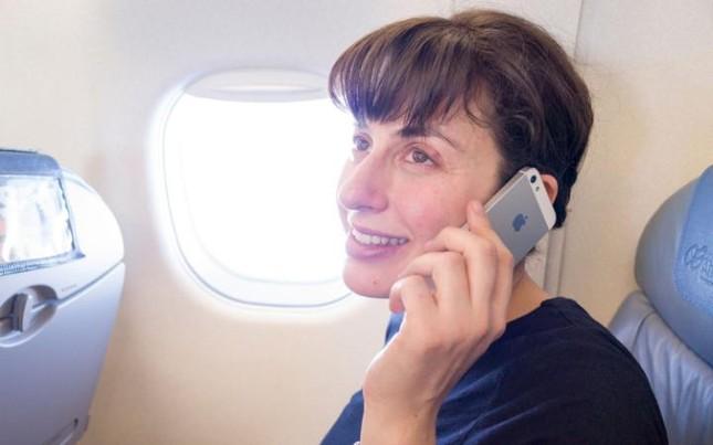 Vì sao phải yêu cầu hành khách đưa điện thoại về chế độ máy bay? - ảnh 2