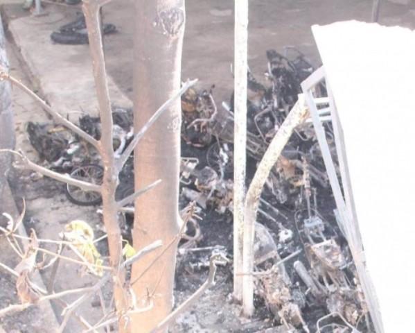 Hỏa hoạn tại đồn công an, hàng chục xe máy bị thiêu trơ khung - ảnh 1