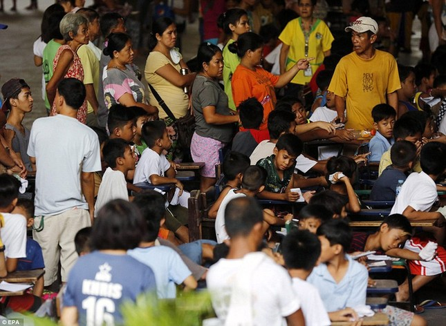 300 trẻ em đau đớn trong lễ cắt bao quy đầu ở Philippines - ảnh 8