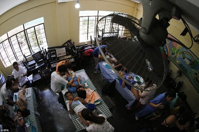300 trẻ em đau đớn trong lễ cắt bao quy đầu ở Philippines - ảnh 5