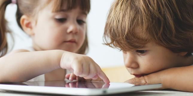 Điện thoại thông minh 'tàn phá' đôi mắt trẻ em thế nào? - ảnh 1