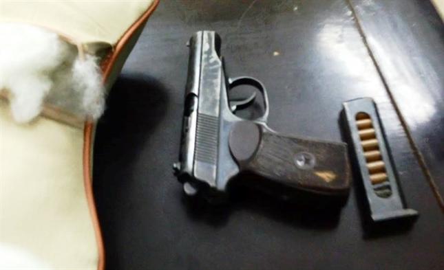 Hà Nội: Phát hiện vật thể nghi là súng trong ô tô gây tai nạn - ảnh 2