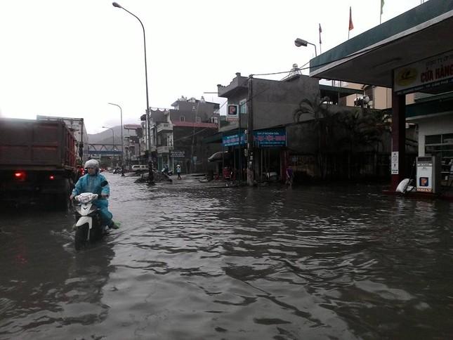 Quảng Ninh: Mưa lớn bất thường, Chủ tịch chỉ đạo di dời dân - ảnh 1
