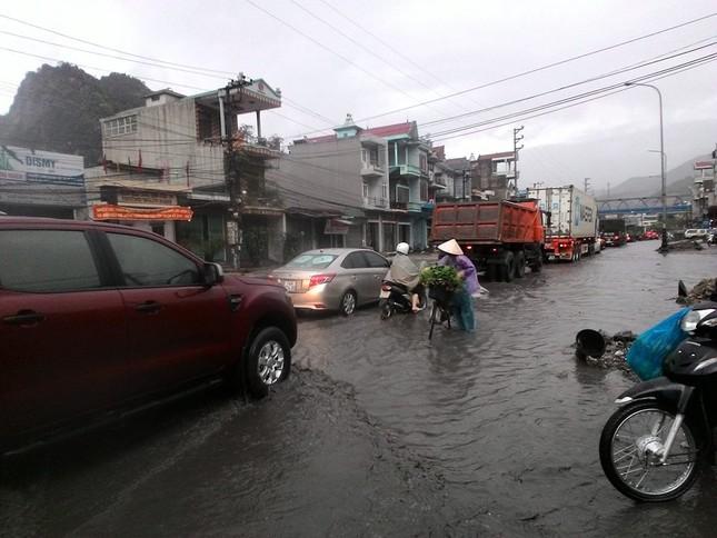 Quảng Ninh: Mưa lớn bất thường, Chủ tịch chỉ đạo di dời dân - ảnh 2