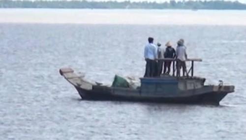 Dân ven sông Soài Rạp bỏ việc... vì cá sấu sổng chuồng - ảnh 2