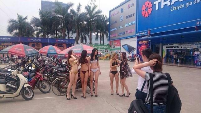 Siêu thị Trần Anh nói lý do cho nhân viên mặc bikini đón khách - ảnh 1
