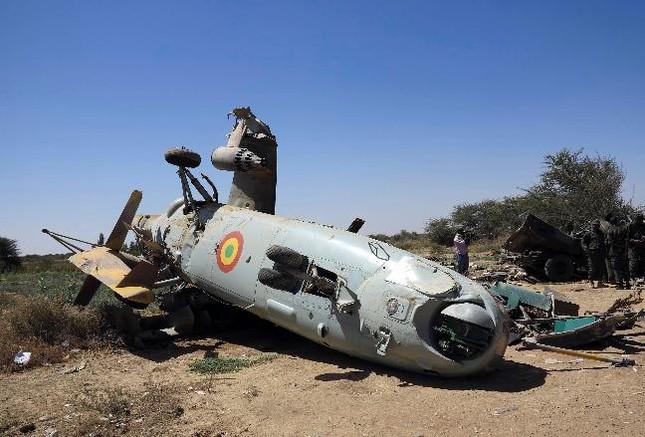 Video: Cận cảnh trực thăng Mi-24 của Azerbaijan bị Armenia bắn hạ - ảnh 1