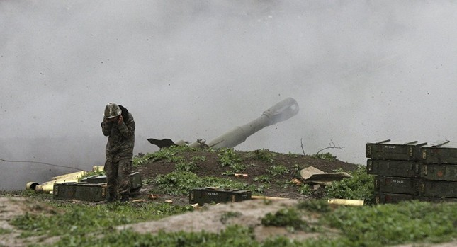 Chiến sự Nagorno-Karabakh: 3 xe tăng Azerbaijan bị Armenia bắn hạ - ảnh 1