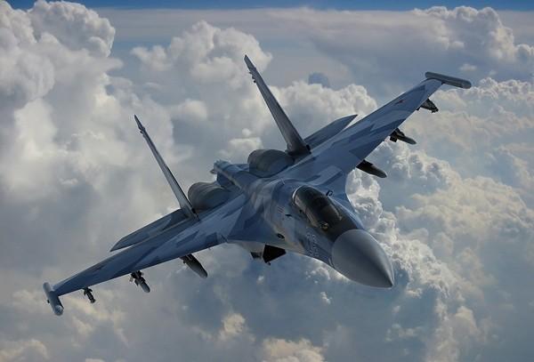 Video: Su-35 khoe khả năng nhào lộn tránh tên lửa từ phía sau - ảnh 1