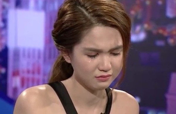 MC Lại Văn Sâm hỏi về quá khứ, Ngọc Trinh bỗng khóc như mưa - ảnh 1