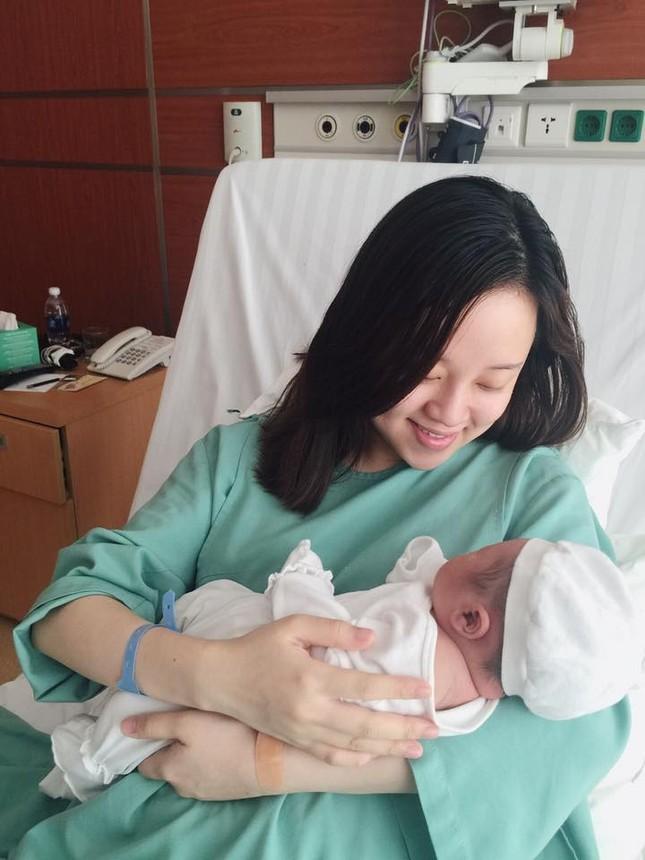 Ly Kute lần đầu khoe ảnh con trai mới sinh của Mạc Hồng Quân - ảnh 3