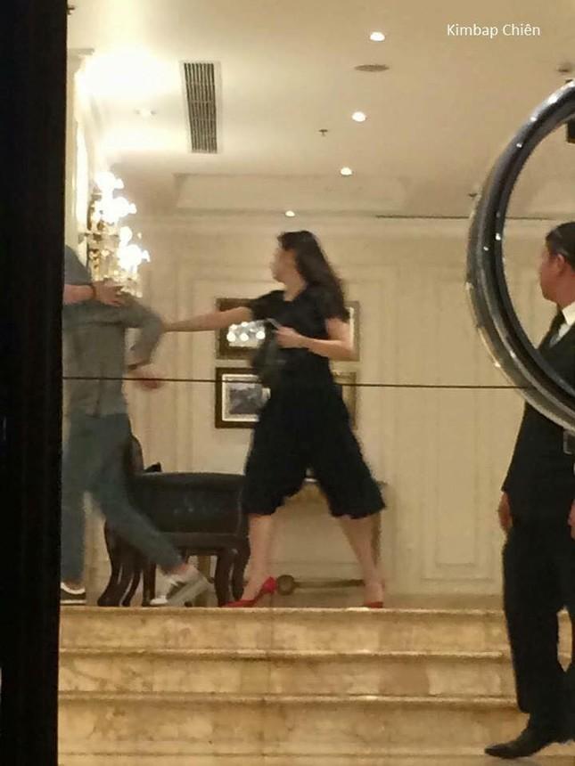Fan cuồng Seungri 'tấn công' Á hậu Tú Anh vì dám ôm ấp thần tượng - ảnh 2