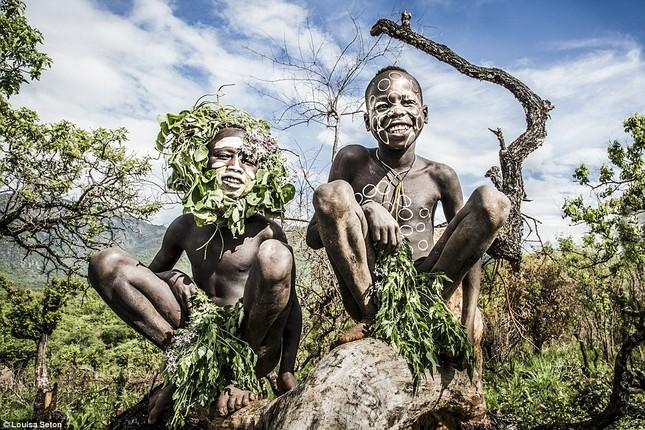 Đến Ethiopia xem bộ lạc kì dị nhất thế giới - ảnh 1