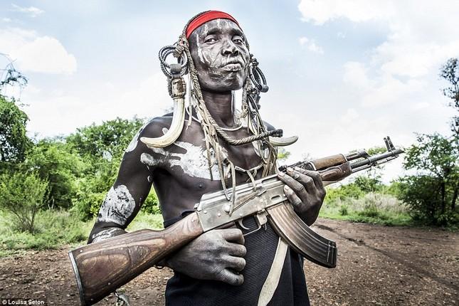 Đến Ethiopia xem bộ lạc kì dị nhất thế giới - ảnh 8