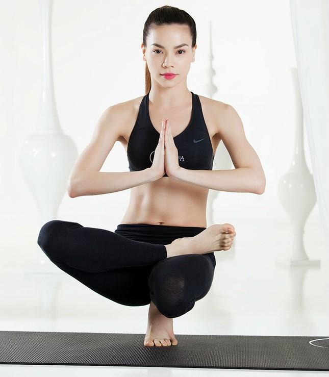 Tập yoga thế nào để dẻo dai, tràn đầy sức sống như Hồ Ngọc Hà? - ảnh 1