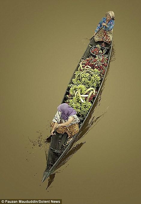 Cuộc sống thường ngày ở chợ nổi Indonesia - ảnh 6