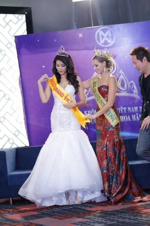 Vì sao Lan Khuê chưa nhận lời tham gia Hoa hậu Hòa bình Quốc tế? - ảnh 5