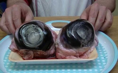 Trứng vịt lộn 'lọt'  danh sách 10 món ăn kinh dị nhất hành tinh - ảnh 3