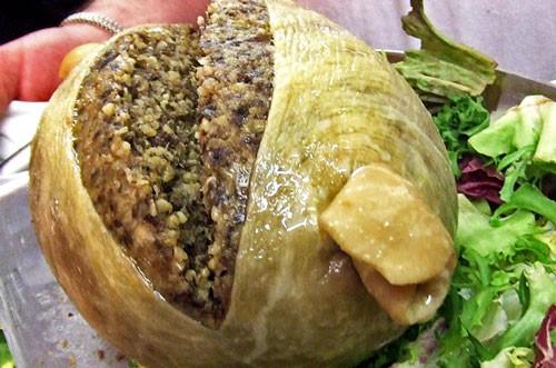 Trứng vịt lộn 'lọt'  danh sách 10 món ăn kinh dị nhất hành tinh - ảnh 8