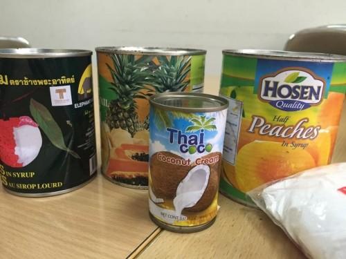 Hà Nội thu giữ nửa tấn thực phẩm không nguồn gốc ở chợ Đồng Xuân - ảnh 1